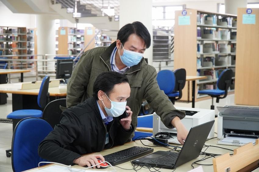 Ảnh có chứa văn bản, trong nhà, máy tính, máy tính xách tay  Mô tả được tạo tự động