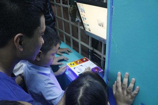 Hình 7- Thiết bị giúp trẻ nhận biết hình ảnh