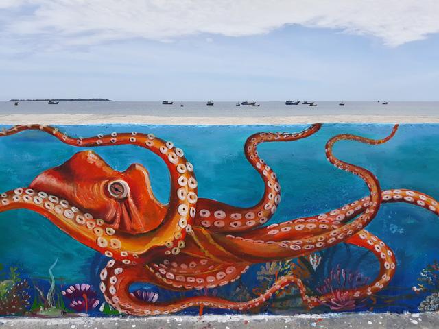 Những hình vẽ sinh động tại tuyến đường bích họa trên đảo Lý Sơn